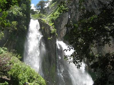 sitio turistico salto de quetzalapa en puebla